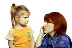 Tochter und Mutter diskutieren